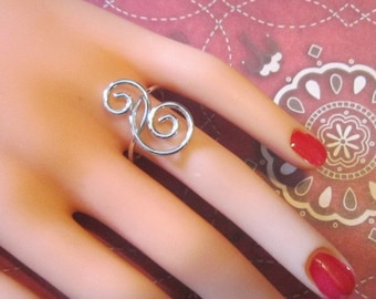 Vintage Silver Ring With Scroll Design - Size 8.5 - R-109