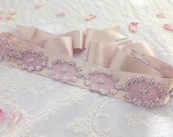 Light purple sash belt. Embroidered lace flowers sash. Lavender sash belt. Purple bridal sash