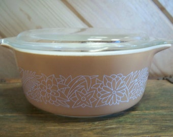 Pyrex Woodland Brown 2 pint Casserole Dish and Lid