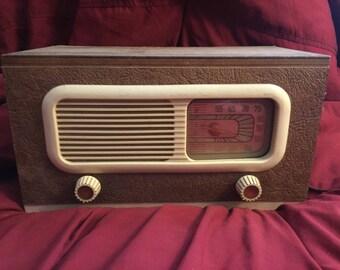 1940's philco tabletop radio  does not work