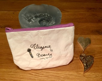 Beautybag made of Tyvek for the Queen in you