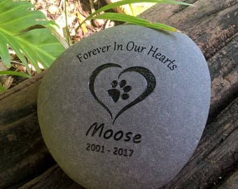 PET CUSTOM ENGRAVED Stone Personalized Pet Memorial stone (Forever In Our Hearts)