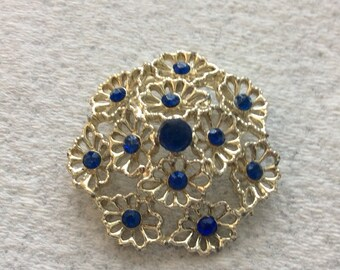 Vintage 1950s blue rhinestone floral brooch pin.