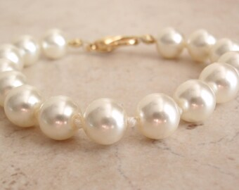 Faux Pearl Bracelet Knotted Extra Small Vintage V0832