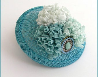 Blue fascinator hat - Adorable bug/Mini cocktail hat, Turquoise Blue Sinamay, flowers and brooch - wedding ceremony.