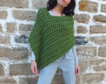 Chunky Poncho/Green short Poncho/ Cozy wrap/ Cozy poncho/ Crocheted poncho asymetrical