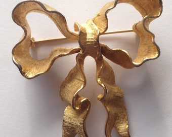 Sale  Vintage Large Coro Ribbon Bow Brooch Textured and Shiny Gold Tone