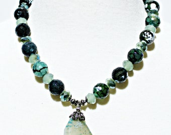 Green Tree Agate Necklace with Green Agate Pendant. Green Gemstone Necklace. Agate Pendant Necklace. Greet Agate Statement Necklace
