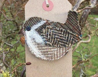 Jenny Wren brooch/ pin. Handmade using Harris & Yorkshire tweed. Gift ideas// textile art// spring gift// British birds// handcrafted