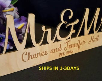 Mr and Mrs sign, Wedding Sign, Wedding gift, Newlywed Gift, Personalized Sign, Personalized Home Decor, Bride to be, Rustic Wedding Sign