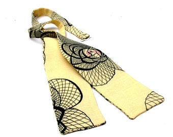 Batwing bow tie with vintage print, Art Deco style bow tie, 1920's style self tie
