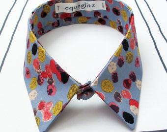 Blue pebble print collar necklace
