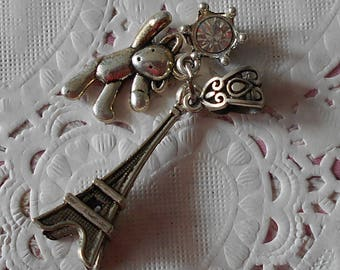 Eiffel Tower charm in silver and carved bail, bear and rhinestone 3,50 cm in height.
