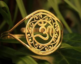 Brass Bracelet. Symbol: Om. Omkara. Aumkara. Pranava. Indian Bracelet. Bohostyle. Tribe. Ethnic jewelry. Gypsy Bangle.