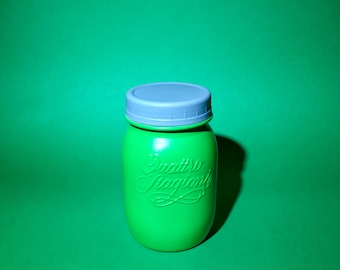 Emerald Green Painted Pint Jar | 16 oz / Regular Mouth | Blue One Piece Plastic Jar Lid | Rustic Mason Jar Decor / Farmhouse Kitchen Storage