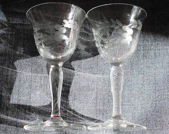 Set of 2 Tiny Etched Crystal Cordial Glasses, Etched Crystal Liqueur Glasses, Apertif Glasses, Crystal liqueur Glass, 3.5 in.