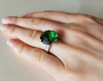 Vintage Sterling Silver Green stone Ring size 7