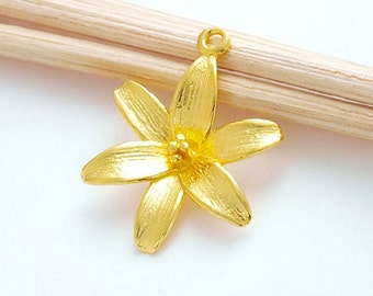 1 of 925 Sterling Silver 24k Gold  Vermeil Style Lily Flower Pendant 17mm.  :vm0643