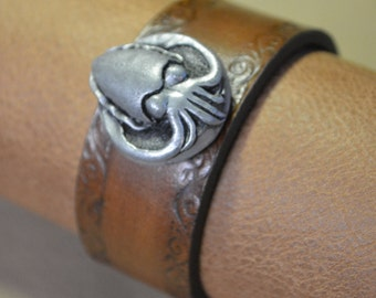 Cuttlefish Bracelet with Scroll Border
