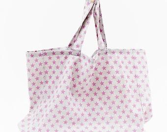 XL Multipurpose bag in magenta star fabric. Inside pocket with zipper