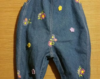 Little baby girl vintage overall blue jeans, adorned with little pink roses, size 6 - 9  months.