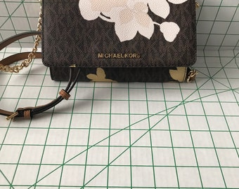 NWT Michael kors large phone wallet with detachable chain crossbody