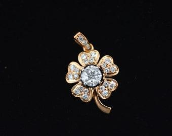Beautiful lucky leaf diamond locket