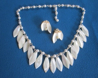 Vintage 1940s/50s Carved Mother of Pearl Dangling Leaves Necklace with Matching Clip on Earrings