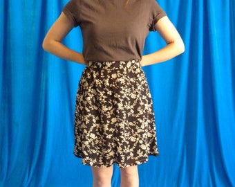 Short skirt vintage 90s white and black with flowers