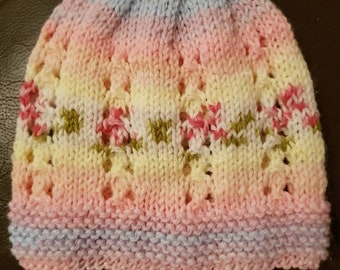 Hand knitted newborn hat baby girl, 0 to 3 months , ready to ship , baby gift, photo prop , new baby . Newborn gift baby accessory handmade.