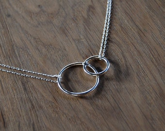 Fine silver overlapping rings necklace