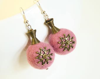 Rosa flora - pink felted earring