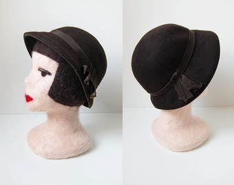 1940s vintage chocolate brown felt grosgrain ribbon derby hat