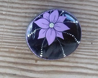 Black luck magnet with lilac flower