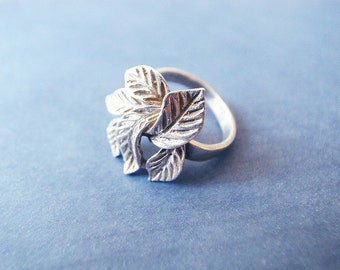 Vintage Hand Crafted Silver color Ring Shape of Leaves D 1.75cm / US 7 - 7 1/4, FR 55 1/4, De 17 1/4, Jp 14