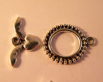 5 antiqued 26 mm x 19 mm AJ silver heart toggle clasp set