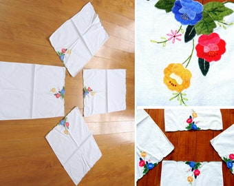 Vintage floral table linens set-beautiful hand made flowers napkins - hand made doilies