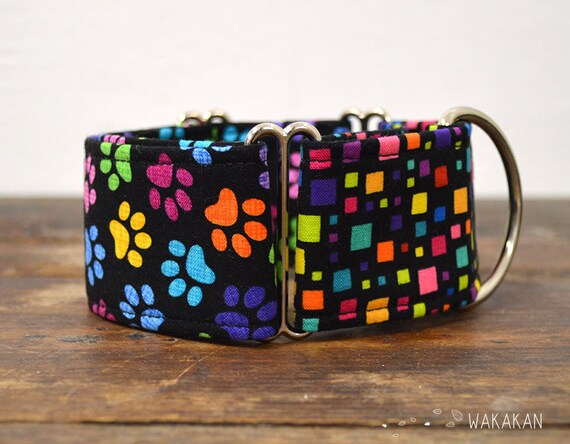 Martingale dog collar model Paws. Adjustable and handmade with 100% cotton fabric. Rainbow doggie paws Wakakan