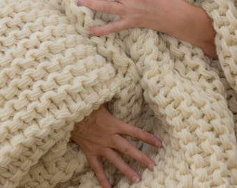 Chunky knit Blanket, Huge Knit Blanket, Hand Knit Afghan, Giant yarn, Super Chunky Blanket, Throw, Cream Lap Blanket, Large Knitted Afghan