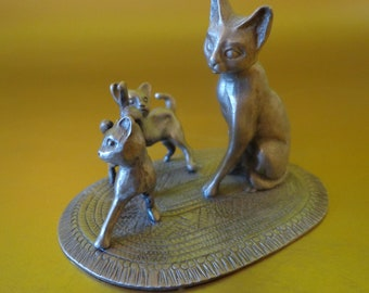 CATS ~  Mama Cat and Kittens,   Raweliffe Pewter,  1980
