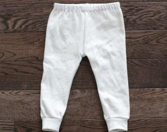 Ready-to-Ship Baby Leggings - SIZE: 6-9M - White with Light Grey Pinstripe Hexagon Print Organic Knit Baby Leggings