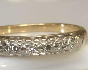 Antique Wedding Band of Single Cut Diamonds in 14K Yellow Gold c. 1920