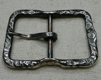 F-shaped buckle
