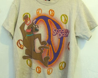 A  Teens Vintage 90's,Grunged,Biege Colored Grunge era SCOOBY-DOO T shirt By GIANT.L