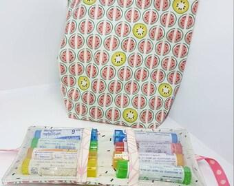 Pochette pour 8 tubes d'homeopathie et pochon vrac pour la réserve de tubes. Trousse à pharmacie, sac à vrac, zéro déchet. Rose pastèque