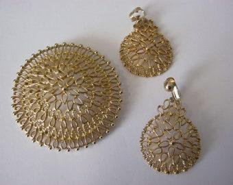 "Sarah Coventry vintage ""Venetian"" goldtone filigree brooch & matching clip on earrings set"