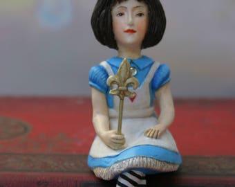 Miniature Alice /Alice's Adventures in Wonderland / the adventures of Alice in Wonderland/Lewis Carroll / Art doll/Alice doll/Sculpture