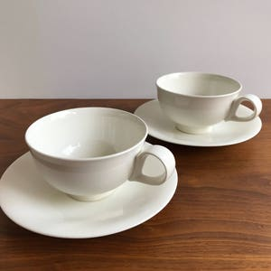 Set Of 2 Eva Zeisel Hallcraft Tomorrowu0027s Classic Cups And Saucers In White