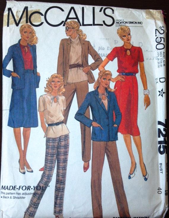 Patrón de 7215 de McCall para señoritas: chaqueta Top falda