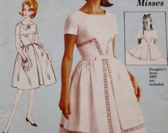 Advance 3222 Dress Sewing Pattern, Fitted Bodice, Inverted Pleat, Vintage Sewing Pattern